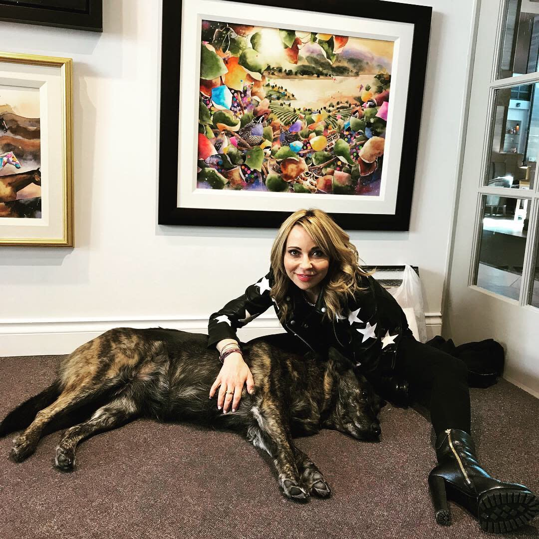 <div class='title'>           Tara Strong & Lucky Girl         </div>                 <div class='description'>           #1 Voice Actress Tara Strong loves hanging around with Lucky Girl at Art Lovers Gallery, Kelowna, BC         </div>