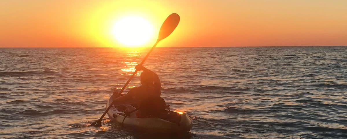 <div class='title'>           VThillet   Kayaking Sunset LR         </div>                 <div class='description'>                    </div>