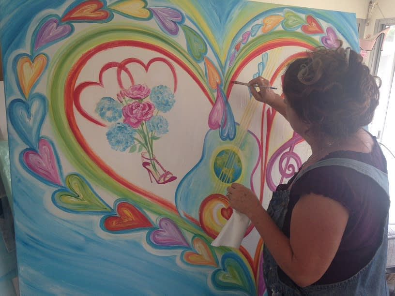 <div class='title'>           Debbie Painting Heart Portrait Sm         </div>
