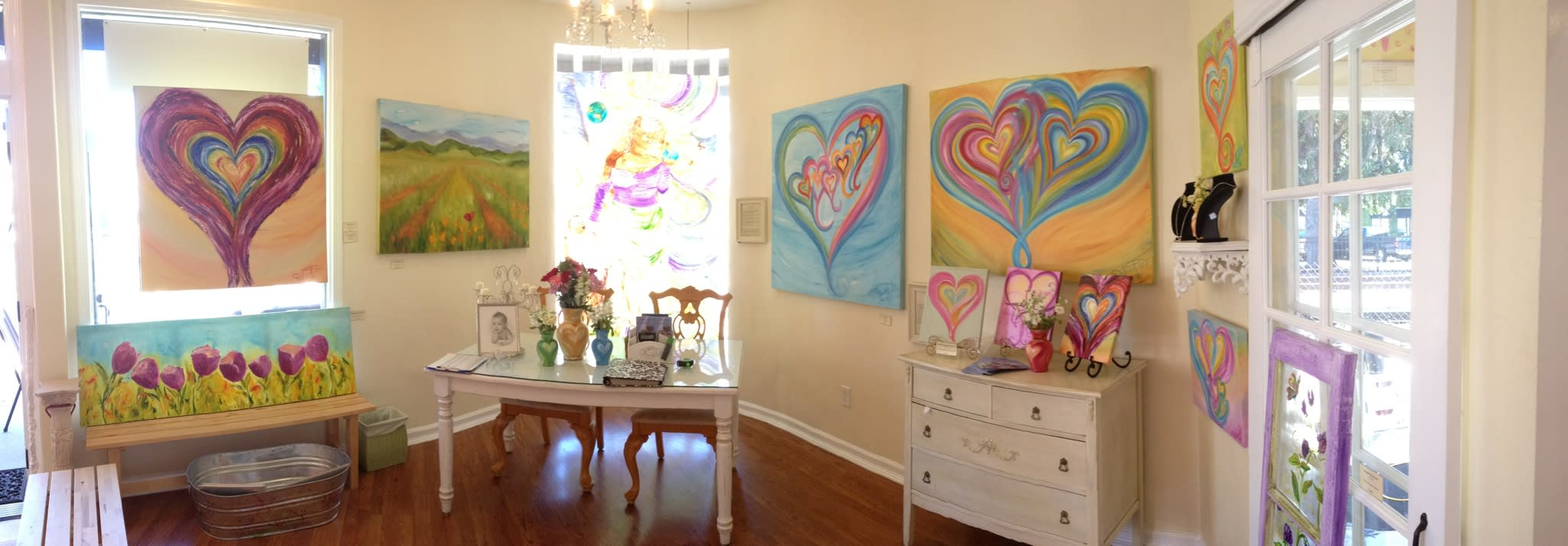 <div class='title'>           The Heart Artist HeartworksGallery         </div>
