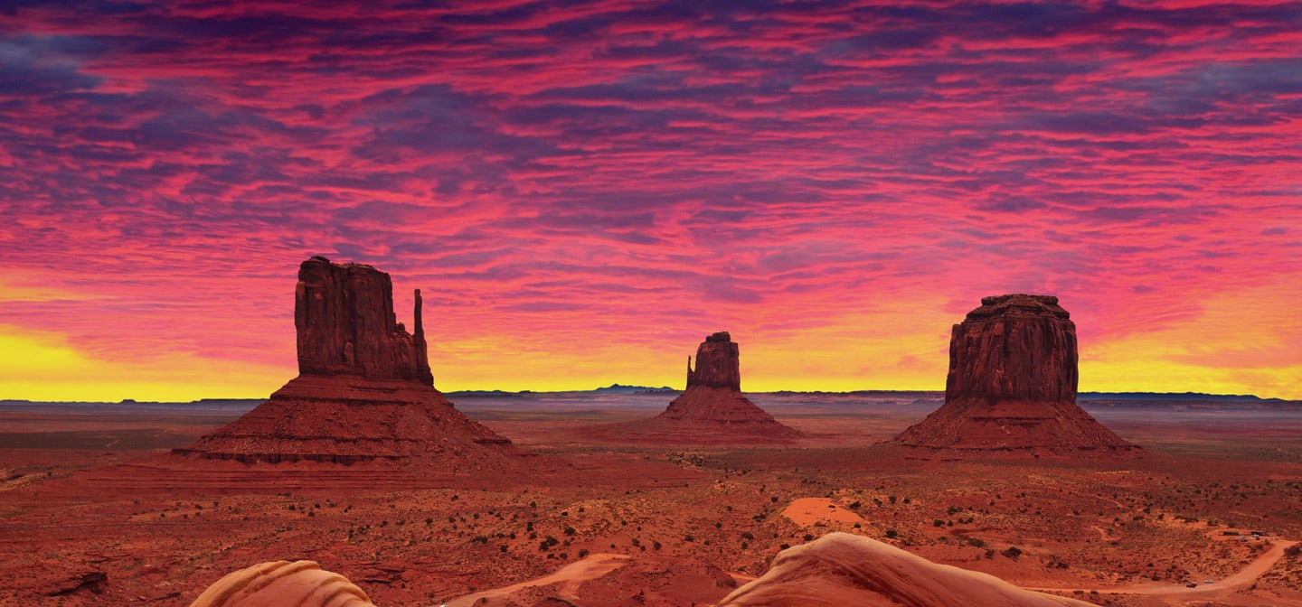 <div class='title'>           Monument Valley Sunrise Cropped AS 233948949         </div>