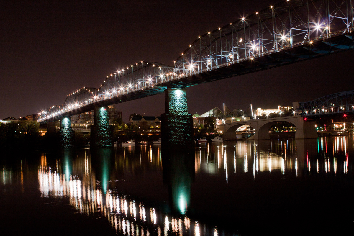 Chattanooga_bridges_at_night_pvvcgt