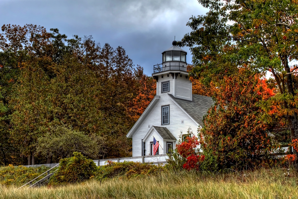 Old_mission_point_light_s_nxicp6