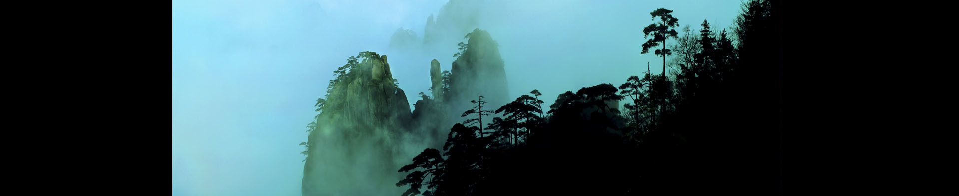 <div class='title'>           Huangshan Mountain Range         </div>                 <div class='description'>           Huangshan mountain range in southern Anhui province in eastern China         </div>