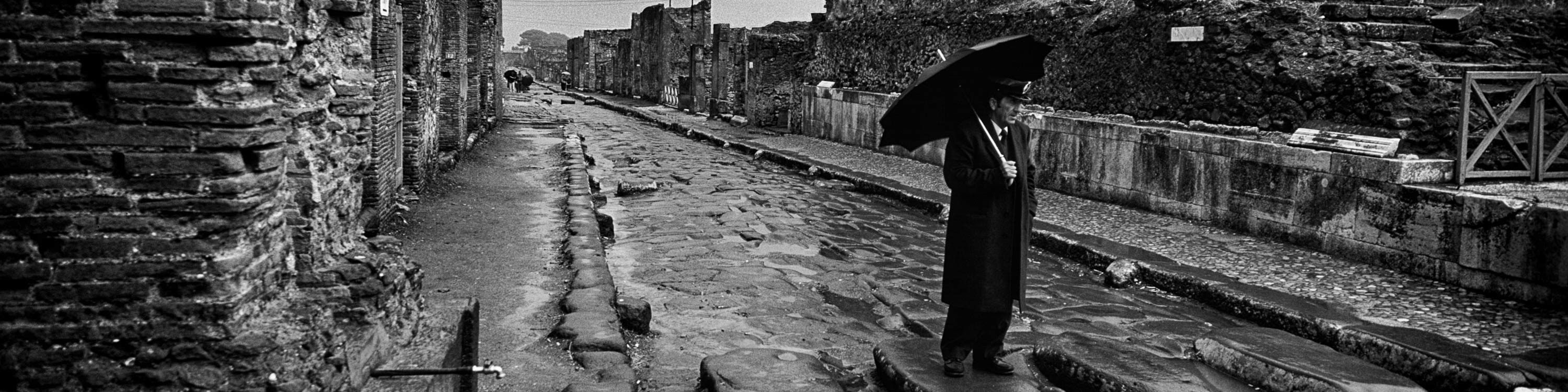 <div class='title'>           Man-with-Umbrella-in-Pompeii--Italy-Italy-132-32-BW-ASB-mijvru         </div>