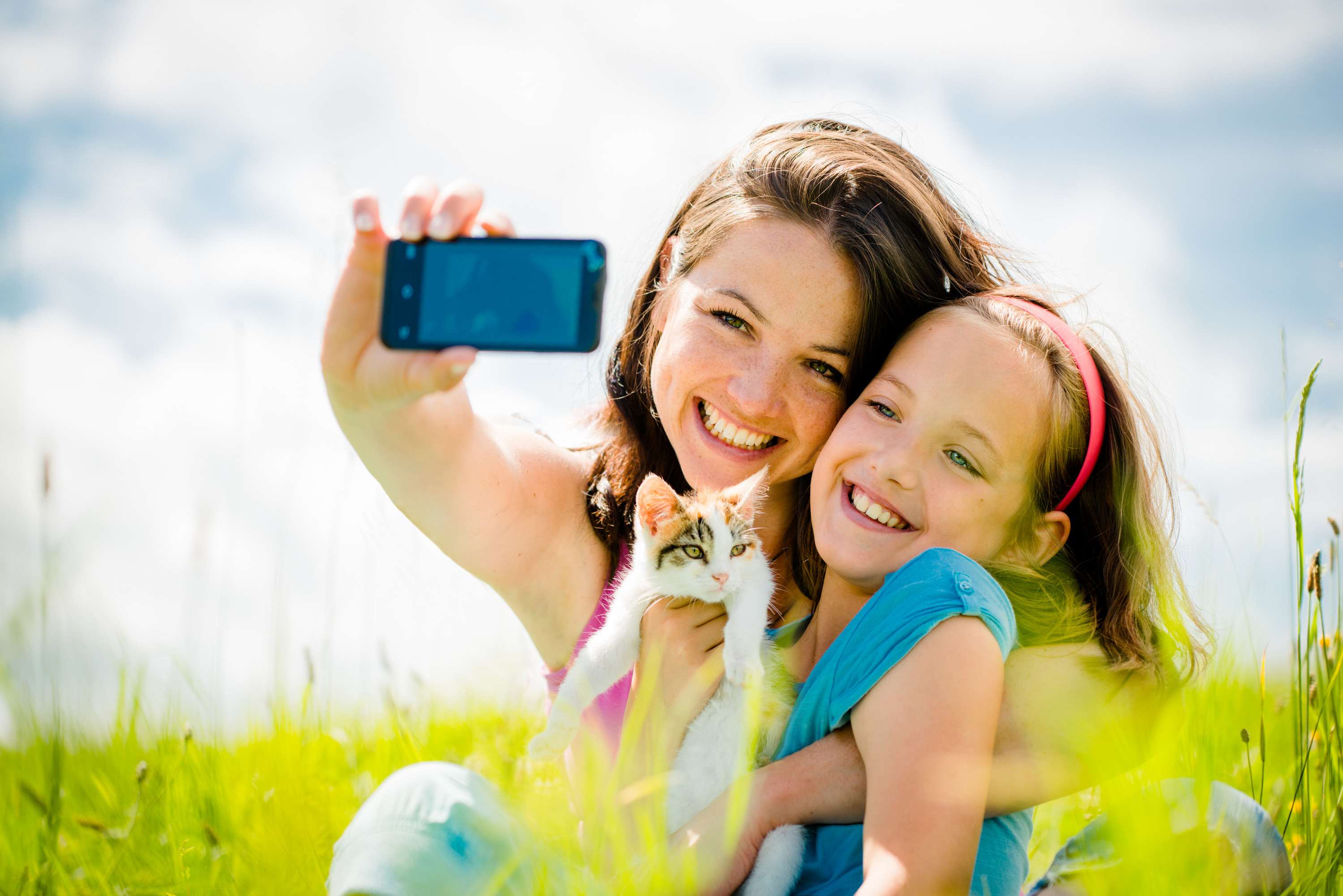 <div class='title'>           Mother and Child image         </div>                 <div class='description'>           Mother taking selfie of daughter and herself         </div>