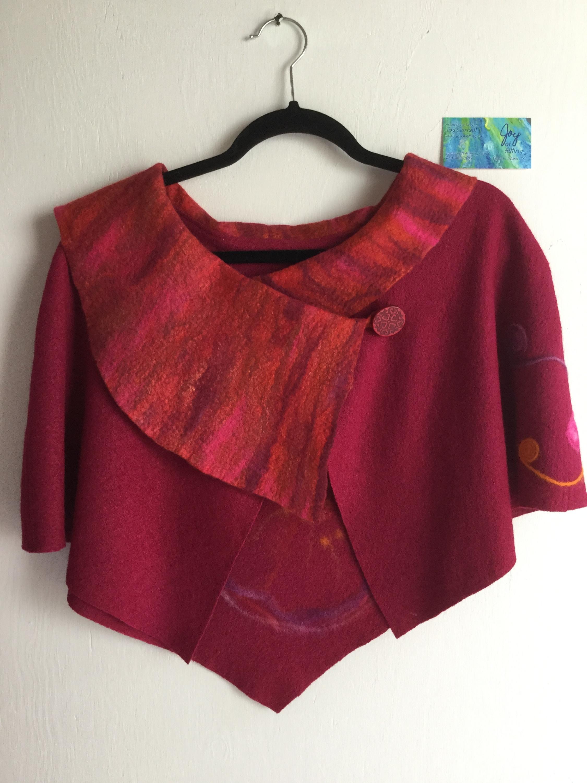 Capelet red felt art front dxn0mc