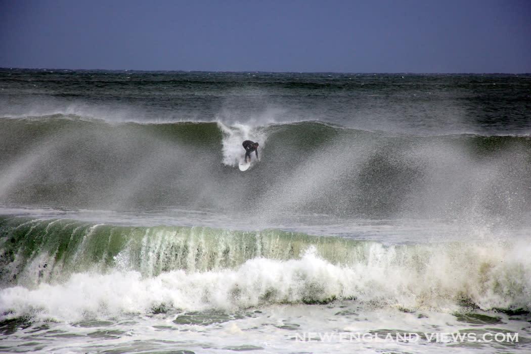 Big_waves_surfer-good_harbor_beach_vkb0v9