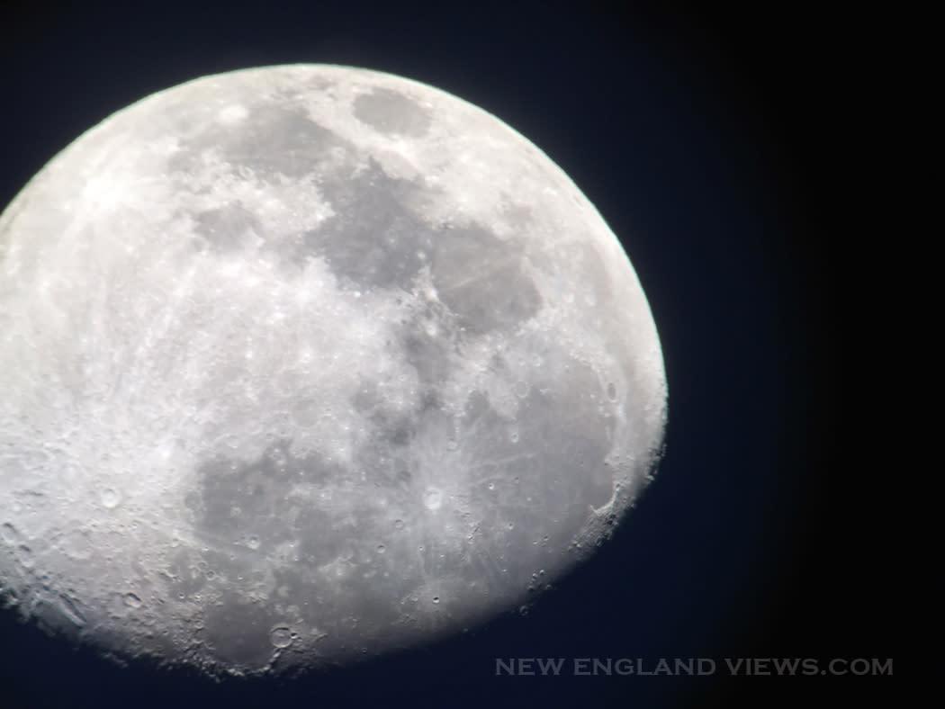Moon_over-cape_ann_szn5iv