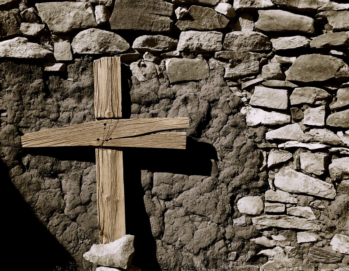 Cross in spanish ruins cww1qy
