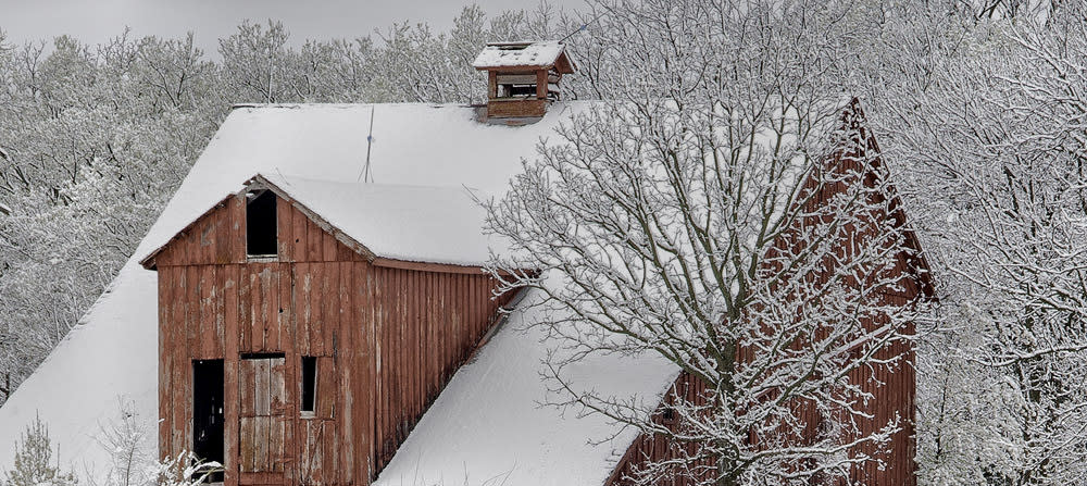 <div class='title'>           Red barn in Easter snow         </div>                 <div class='description'>           A red barn covered in fluffy easter snow         </div>