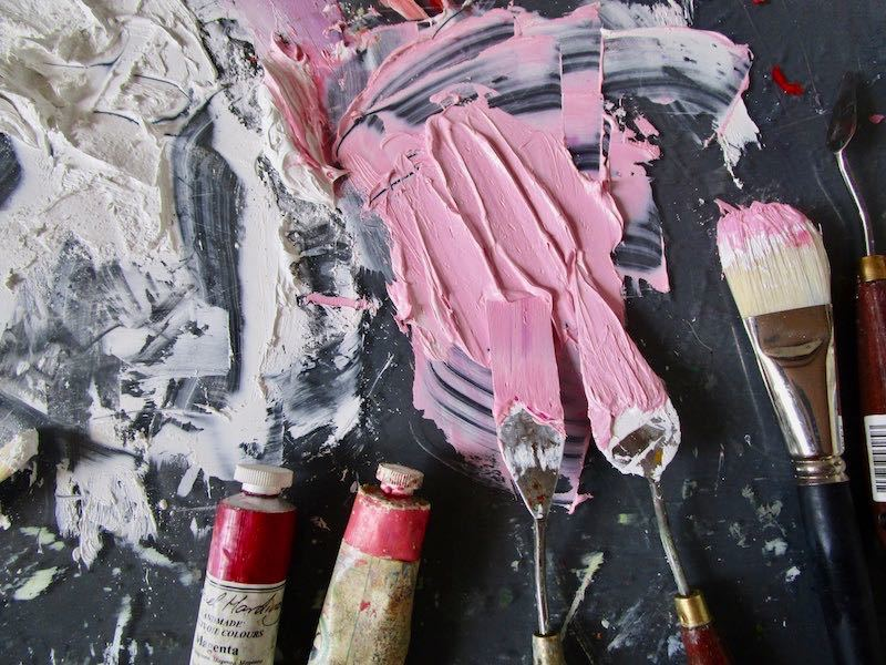 <div class='title'>           Pink and white on palette in studio Lesley Koenig         </div>