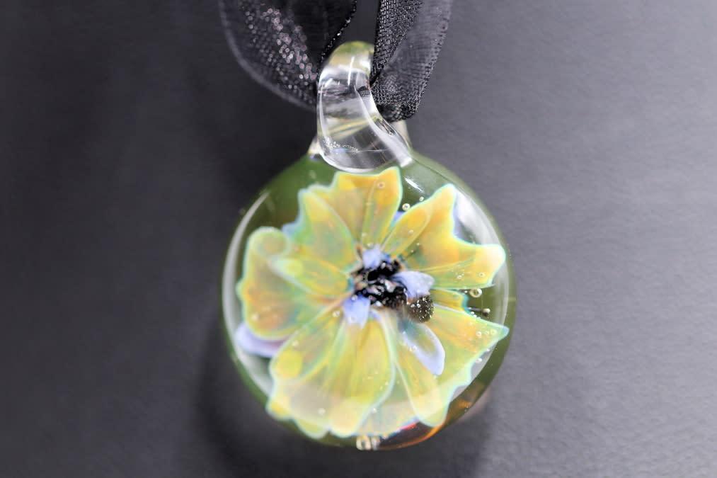 Handmade lampwork yellow floral glass pendant 42 1 1 lgqadq
