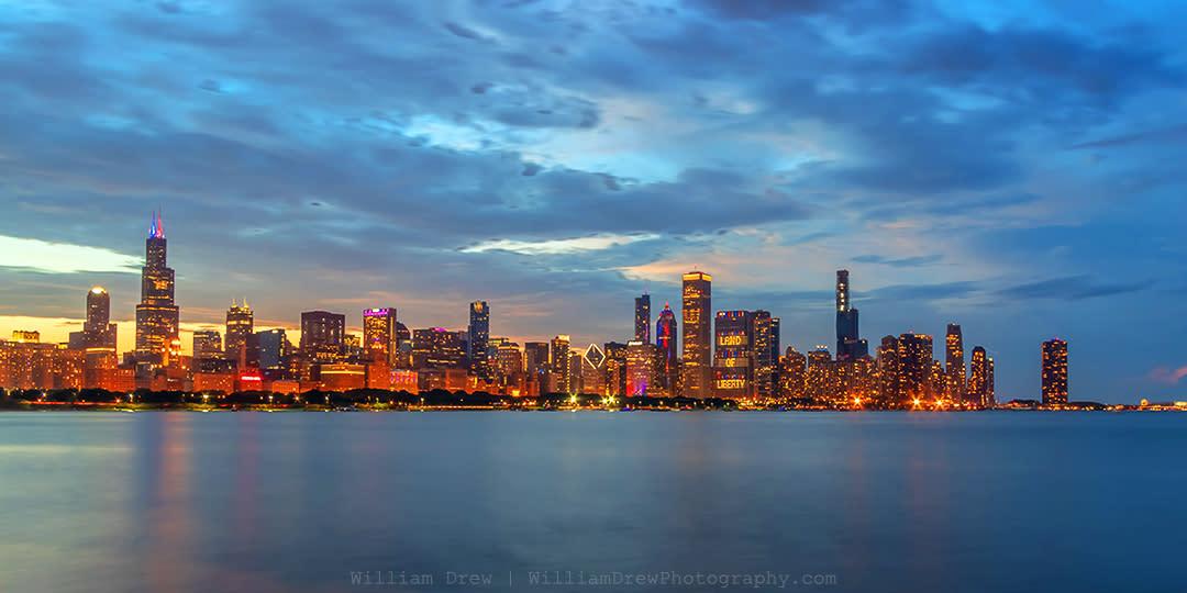 Chicago skyline at dusk on independence day sm nmndug